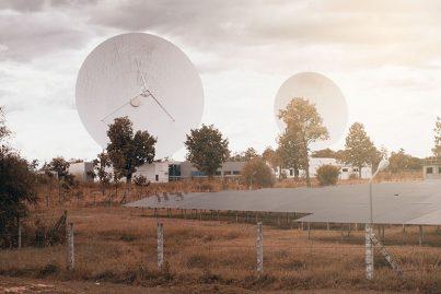 Large long range military-style telemetry antenna
