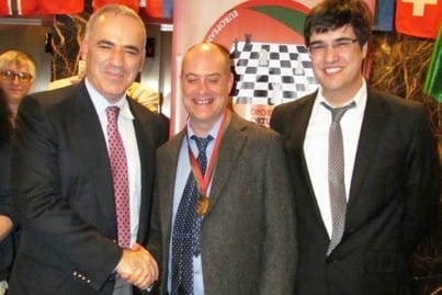 Keith Arkell receives the chess medal from Garry Kasparov