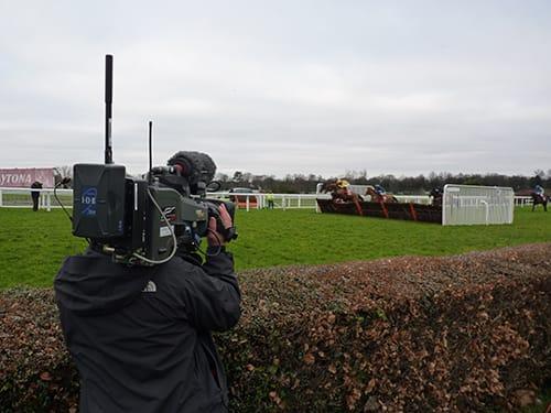 <em><strong>ViaLite</em></strong>: Horse Racing at Sandown